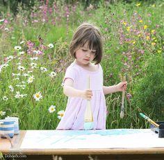 Bé gái 5 tuổi bị bệnh tự kỷ vẽ tranh đẹp