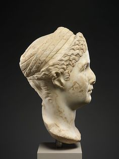 This head originally belonged to an honorary portrait statue of Mindia Matidia, or Matidia Minor (A. half-sister of Sabina, wife of the emperor Hadrian, and aunt of the emperor Antoninus Pius Roman Hairstyles, World Hair, Historical Women, Roman Art, Early Christian, Name Art, Medieval Art, Roman Empire, Ancient Art