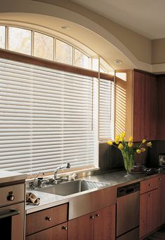 Natural Elements™ metal blinds perfectly complement the stainless surfaces in this kitchen. ♦ Hunter Douglas window treatments