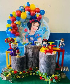 Princess Birthday Party Decorations, Frozen Themed Birthday Party, Birthday Box, 1st Birthday Parties, Head Table Wedding, Snow White Birthday, Valentine Crafts For Kids, Party Props, Balloons