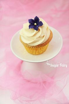 Vanilla Bean Cupcakes and Fondant Flower | Flickr - Photo Sharing!