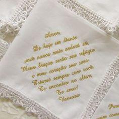 """(Consulte o número de caracteres de sua frase, antes de efetuar a compra) Lenços LÁGRIMAS DE ALEGRIA em tecido, que podem ser entregues a padrinhos, madrinhas, pais, avós e amigos próximos, para conter as """"lágrimas de alegria"""", que durante a cerimônia podem se emocionar. Lenço confeccionado e... Wedding Tips, Wedding Details, Dream Wedding, Wedding Day, Wedding Flavors, Love My Best Friend, My Perfect Wedding, Youre Mine, Just Married"""