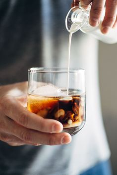 Cinnamon White Russian - an easy holiday party drink! Made with vodka, coffee liquor, cream, and homemade cinnamon simple syrup. Vodka Drinks, Party Drinks, Yummy Drinks, Alcoholic Drinks, Beverages, Liquor Drinks, Bourbon Drinks, White Russian Recipes, Matcha Tee