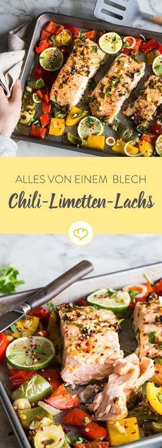 Für diesen Chili-Limetten-Lachs mit bunter Paprika, brauchst du nur die Marinade zubereiten und dann alles auf ein Blech legen. Den Rest übernimmt der Ofen!