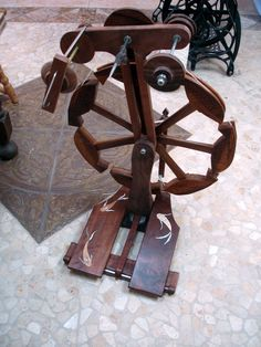My fish spinning wheel is finally nearing completion and is actually functional for spinning off the spindle. I'd neglected gravity a bit wh...