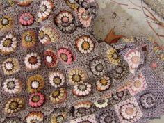 crochet afghan from same motif Crochet Home, Knit Or Crochet, Crochet Motif, Crochet Flowers, Grannies Crochet, Crochet Squares, Crochet Blanket Patterns, Crochet Afghans, Crochet Blankets