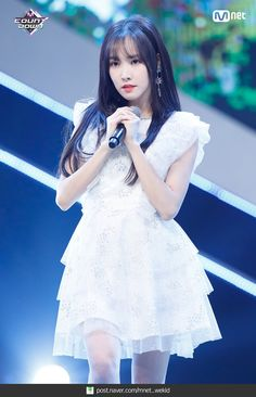 Kpop Girl Groups, Korean Girl Groups, Kpop Girls, Gfriend Yuju, G Friend, Spring Fashion Trends, Music Photo, Stage Outfits, White Outfits