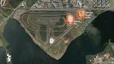 Foto aérea mostra a região do Parque Olímpico antes do início das obras. Havia um autódromo e dois equipamentos esportivos, a HSBC Arena e o Parque Aquático Maria Lenk, que foram feitos para o Pan de 2007