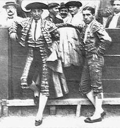 Dos de los mero-mero en la historia de los toreros españoles: Joselito (i) y Juan Belmonte (d).