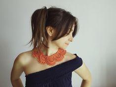 Colletto all'uncinetto color corallo crochet collar