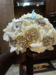 Another brooch bouquet....OPEN FOR INSTRUCTIONS