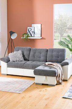 Die Polstergarnitur Australia mit Bettfunktion ist die ideale Lösung, wenn man weder auf ein stilvoll eingerichtetes Wohnzimmer noch auf den Schlafkomfort für Gäste verzichten möchte. Lasst euch inspirieren auf leiner.at // Wohnzimmer einrichten // Wohnzimmer Ideen // Interior Trends // Wohnideen // Einrichtungstipps Wohnzimmer // Sofa // Couch // Polstergarnitur // Schlafsofa // Gästezimmer einrichten Sofa Couch, Trends, Furniture, Home Decor, Living Room Ideas, Living Room Set Ups, Bed, Decoration Home, Room Decor