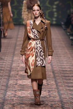 Photos and video of Lena Hoschek Fall Winter 2020 - 2021 fashion show at Berlin Fashion Week (January Batik Fashion, Moda Fashion, Runway Fashion, Fashion Show, Fashion Design, Fashion Trends, Fashion News, Berlin Fashion, Mode Chic