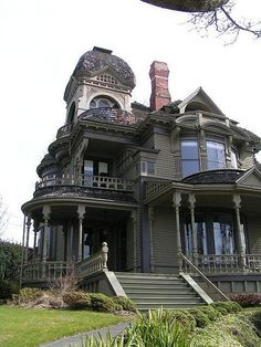 i can look & look at this house &   not get tired of it - would love to see inside
