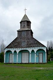 Iglesia de Ichuac, Chiloe, Chile, really the last frontier in the world.buyed by jesuits, without any metallic nail in the 18 century! Church Architecture, Cathedral Church, Old Churches, Church Building, Metal Buildings, Place Of Worship, Travel Abroad, Kirchen, South America