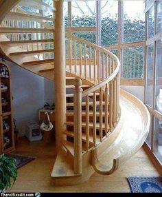 Meu pai disse que se tivesse escada em casa quando ficasse velho teria que fazer um escorregador para ele conseguir descer. Deixa ele ver isso! kkk