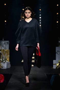 Fashion show at Forum Mody Bell Sleeves, Bell Sleeve Top, Fashion Show, Women, Runway Fashion, Women's