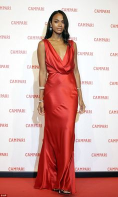 Zoe Saldana flaunts her figure in a backless scarlet gown | Daily Mail Online