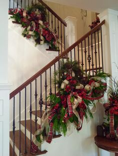 Fresh greenery mixed with faux florals. Christmas decoration on staircases. Christmas Stairs Decorations, Potted Christmas Trees, Unique Christmas Trees, Christmas Porch, Christmas Mantels, Elegant Christmas, Beautiful Christmas, Christmas Wreaths, Xmas