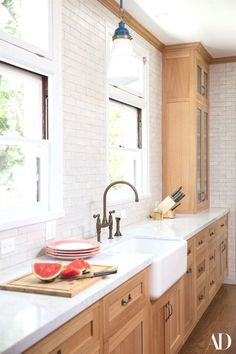 Supreme Kitchen Remodeling Choosing Your New Kitchen Countertops Ideas. Mind Blowing Kitchen Remodeling Choosing Your New Kitchen Countertops Ideas. Rustic Kitchen Sinks, Maple Kitchen Cabinets, Outdoor Kitchen Countertops, White Countertops, Kitchen And Bath, Kitchen White, Brass Kitchen, Kitchen Hardware, Kitchen Cabinetry