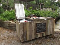 Outdoor Refrigerator Cooler - Turn An Old Refrigerator Into A Fun Outdoor Cooler And Bar Outdoor Cooler, Diy Outdoor Bar, Rustic Outdoor, Rustic Patio, Outdoor Ideas, Outdoor Spaces, Outdoor Decor, Pallet Cooler, Diy Cooler