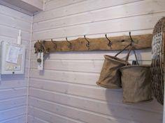 Gelleins Galleri: Ny slagbenk Fairytale Cottage, Decoration, Entrance, Home Improvement, Rustic, Diy, Home Decor, Home Decoration, Decor