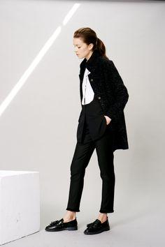 Manteau GOSPEL TER, chemise bicolore CHARLES, pantalon PONCHO, mocassins AVEUX