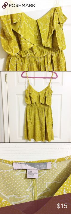 Forever 21 Sparrow Dress - M Forever 21 yellow sparrow dress. Size Medium. Adorable dress that is perfect for spring/summer. Cute by itself of styled with a cardigan! Excellent condition. Never worn. **NO TRADES** Happy to answer any questions. Thanks for looking!! 💛 Forever 21 Dresses