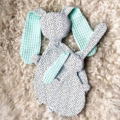 Knijn & Knijntje van MA-CIEL Kidslifestyle - Check more at Baby Sewing Projects, Sewing For Kids, Diy For Kids, Sewing Baby Clothes, Sewing Toys, Quilt Baby, Handmade Baby Gifts, Handmade Toys, Baby Mapping