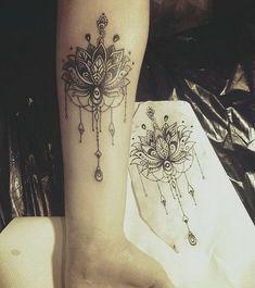 Tatuagem da mandala de Lotus.