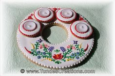 Christmas cookies with Hungarian folk art design by Tunde Dugantsi Blue Icing, White Icing, Royal Icing, Gingerbread Cookies, Christmas Cookies, Teal Christmas, Folk Art Flowers, Red And Teal, Gel Color