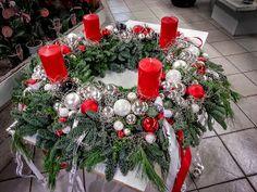 Das Hotel macht sich schick #Adventskranz #Raumschmuck #Advent #Kerzen #Floristik  EBK-Blumenmönche Blumenhaus – Google+