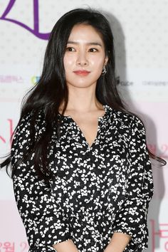 Kim So-Eun's Outfit at 'Are You In Love' Press Conference on March 2020 Kim So Eun, Kim Tae Hee, New York Fashion, Fashion News, Fashion Beauty, Red Velvet Joy, Boys Over Flowers, Korean Celebrities, Korean Actresses