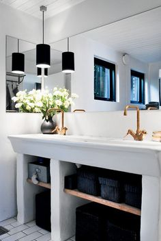 Black and white bathroom with brass fixtures Bathroom Inspiration, Interior Inspiration, Bathroom Ideas, Bathroom Interior Design, Interior Decorating, Le Logis, White Rooms, White Bathroom, Simple Bathroom
