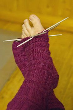 Kupla: Junasukat aikuiselle Knitting Socks, Knit Socks, Fingerless Gloves, Arm Warmers, Mittens, Hats, Scarfs, Diy, Socks