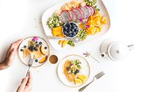 Control Your Blood Sugar Through Diet? A Meal Plan for Diabetics - Click To Secrets Zone Diet, Snacks Sains, Intuitive Eating, Mindful Eating, Healthy Dog Treats, Eat Healthy, Healthy Life, Plant Based Protein, Health And Nutrition