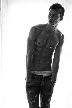 Machine gun criminal rapper Kelly <3..also attractive without tats.. who new!