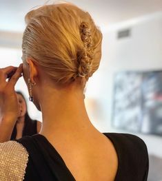 Saoirse Ronan's hairstyle at the 2018 Golden Globes