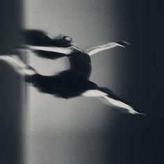 cross the limit Motion Photography, Dance Photography, Amazing Photography, X Project, Self Development Books, Makes Me Wonder, Tiny Dancer, Dance Art, Shutter Speed