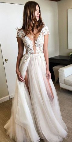 Nice 47 Gorgeous V Neck Tulle Wedding Dress Ideas 2018. More at http://aksahinjewelry.com/2018/02/24/47-gorgeous-v-neck-tulle-wedding-dress-ideas-2018/