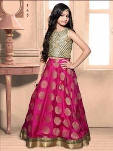 Kids Lehenga Choli Designs For Weddings In 2019 – FashionEven Lehenga Choli Designs, Kids Lehenga Choli, Chaniya Choli For Kids, Kids Lehanga, Anarkali Dress, Gowns For Girls, Dresses Kids Girl, Kids Outfits, Indian Dresses For Kids