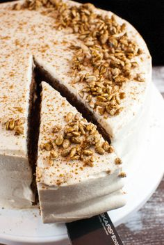 Lebkuchen-Torte mit Zimt-Sahne-Creme und gebrannten Sonnenblumenkernen // keffeundcupcakes.de
