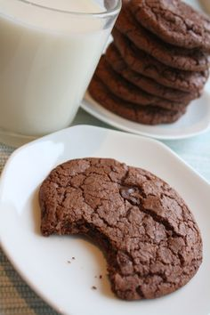 «Think what a better world it would be if we all, the whole world, had cookies and milk about three o'clock. Recipe Boards, Worlds Of Fun, Nom Nom, Food And Drink, Cooking Recipes, Sweets, Cookies, Chocolate, Baking
