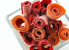 Make homemade fruit roll ups to eliminate artificial and unknown ingredients. This is the ultimate snack food for kids and also a great lunch box gem! Healthy Food List, Diet Food List, Food Lists, Healthy Recipes, Healthy Options, Delicious Recipes, Healthy Snacks, Roll Ups Recipes, Fruit Roll Ups