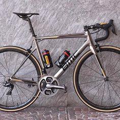 #BMC   #shimano   #bikeporn   #cycling Via: @bmcproteam #cyclingsnob