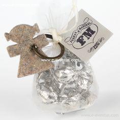 detalles · bautizo · personalizados · detalls · bateig · barcelona · tienda de detalles de bautizo · botiga detalls bateig · personalizados · diseño · recuerdo · detalle · regalo · invitados · llavero · madera · metal · niña · pañales · niño · rosa · azul · bolsa · kraft · papel · peladillas · lazo · nombre · chocolate · chupete · rosa · azul · colores · bolsa · algodón · blanca · grabado  · llavero largo · llufa · bolsa alta · rosa · azul · bombones · varios colores