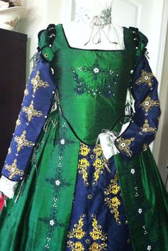 elizabethan costumes were elaborate