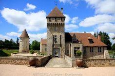 château à Montluçon. Auvergne-Rhône-Alpes French Castles, Castle House, Rhone, Home Improvement Projects, Old Town, House Plans, Home And Garden, Cottage, House Design