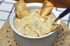 Chicken Free Pot (Pie) Soup: Packed with protein and nutrients, and because this is a soup and not a full pie, the amount of crust that you dish out with each serving is completely up to you. Vegan Pot Pies, Vegan Soups, Vegan Meals, Dairy Free Recipes, Vegan Recipes, Cooking Recipes, Vegan Food, Cheese Recipes, Delicious Recipes
