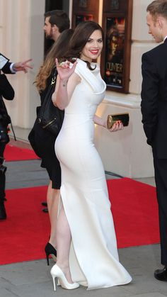 Haley Atwell curves in a silk white dress and high heels on the red carpet Hayley Atwell, Hayley Elizabeth Atwell, Peggy Carter, Celebrity Outfits, Celebrity Pics, Famous Women, Beautiful Celebrities, White Dress, Celebs